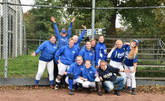 softbal dames 2 kampioen